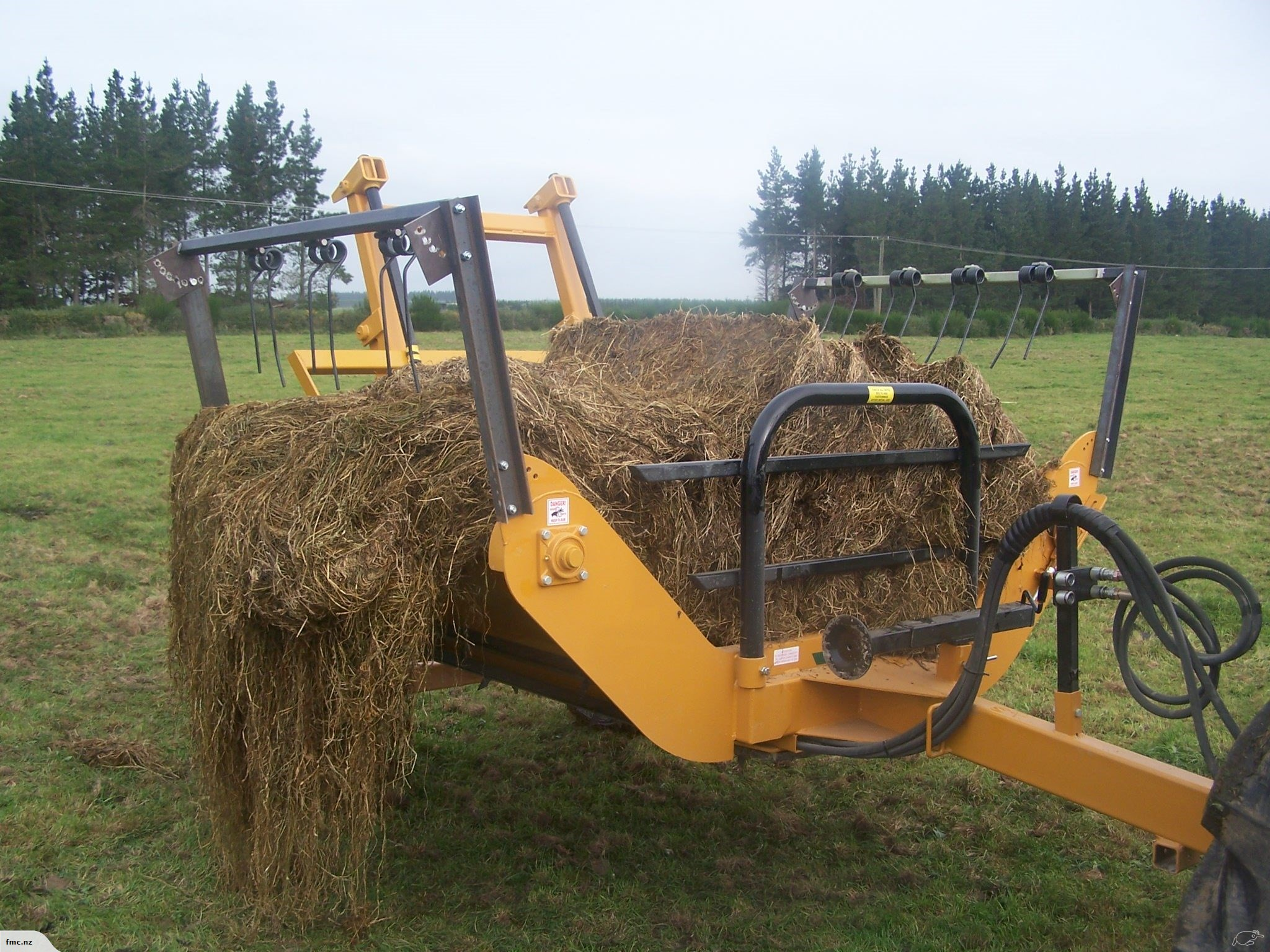Bale feeder round and square 2 bale   Farm Machinery